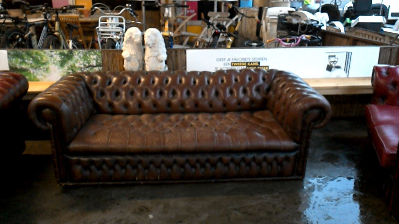 fauteuil chesterfield 3 places d 39 occasion. Black Bedroom Furniture Sets. Home Design Ideas